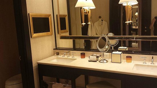 Encore At Wynn  Las Vegas: Bathroom -bathrobes seen in mirror
