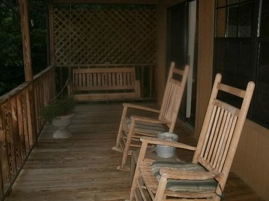 Laurel Mountain Cabins: The back porch