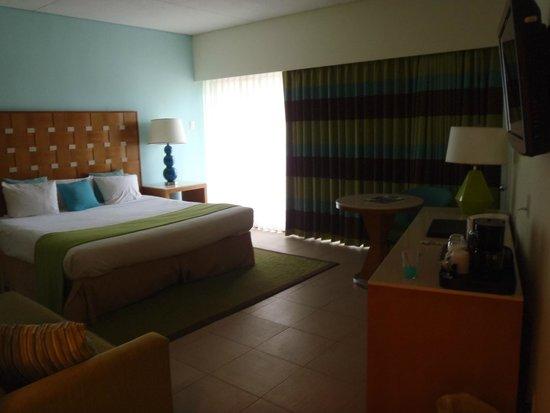 Sunscape Curaçao Resort Spa & Casino: Flamingo Wing room