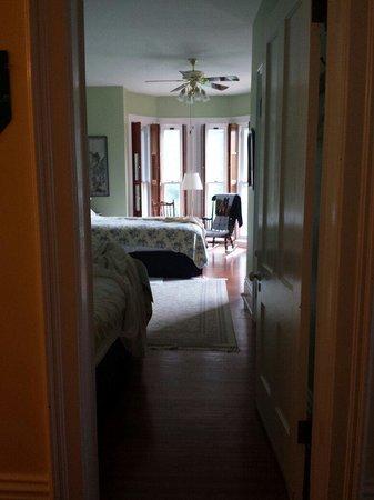 Brookside Manor Bed and Breakfast: The Garden Room