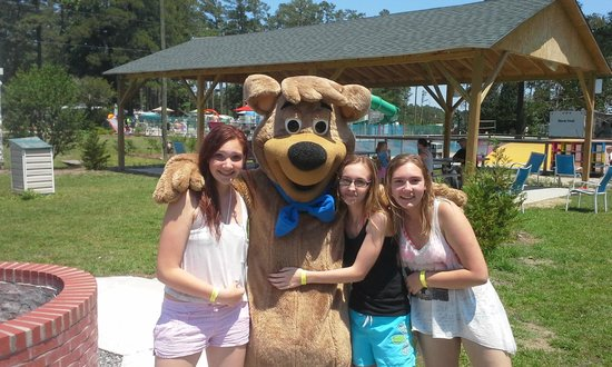 Yogi Bear's Jellystone Park at Gloucester Point: hanging with boo boo