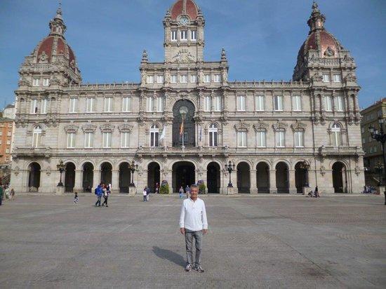 Plaza de Maria Pita : The beautiful Plaza de María Pita and the monumental City Hall of La Coruña