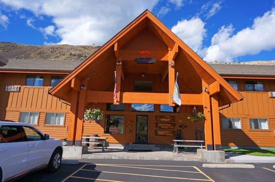Yellowstone Village Inn : Exterior