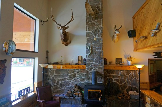 Yellowstone Village Inn: Lobby