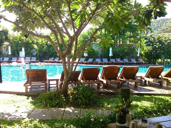 Metadee Resort and Villas : 朝食レストランからの眺め。晴れて良かった