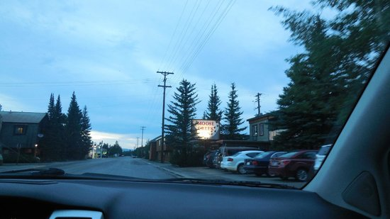 Moose Creek Inn: Hotel sign by the lobby