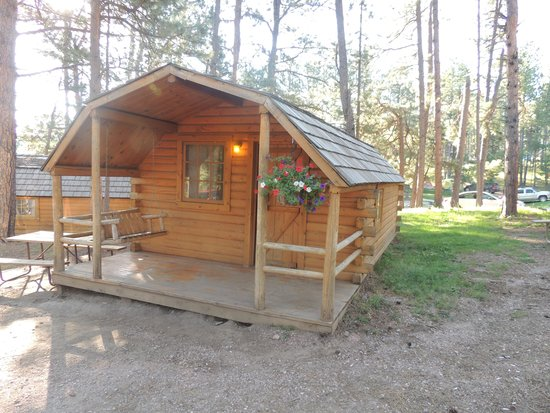 Mount Rushmore KOA at Palmer Gulch Resort: Cabin