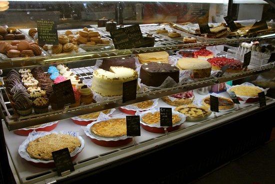 Le Petit Cochon Dingue: Look at these desserts!
