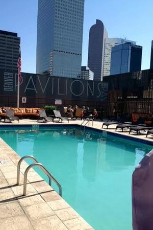 Crowne Plaza Hotel Denver: rooftop pool