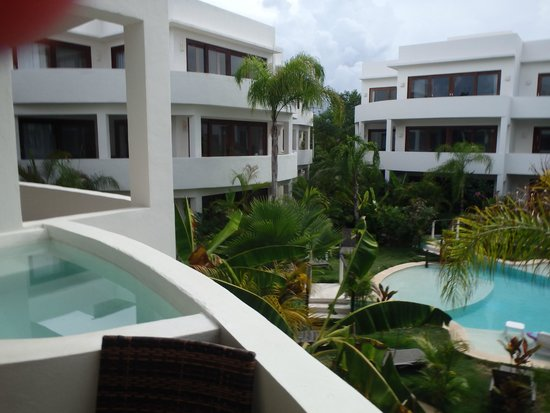 Intima Resort Tulum: Jacuzzi and pool