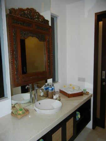 The Luku Boutique Villa & Gallery: Villa Yudhistra - Bathroom
