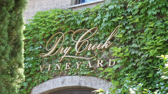 Dry Creek Vineyard: Entry sign
