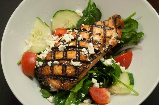 Dead Fish Grill: Salmon Bacon Spinach Salad