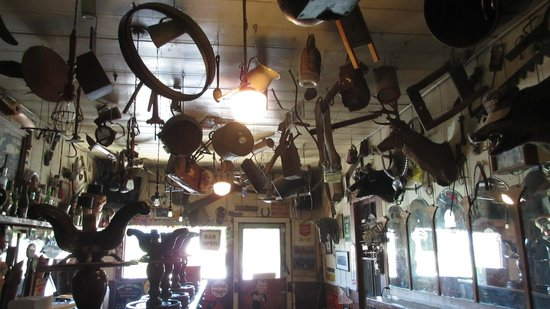 Dry Creek General Store : Cool inside decor