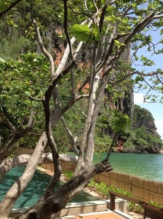 Rayavadee Resort : Cliffs, beach, blue sky :)