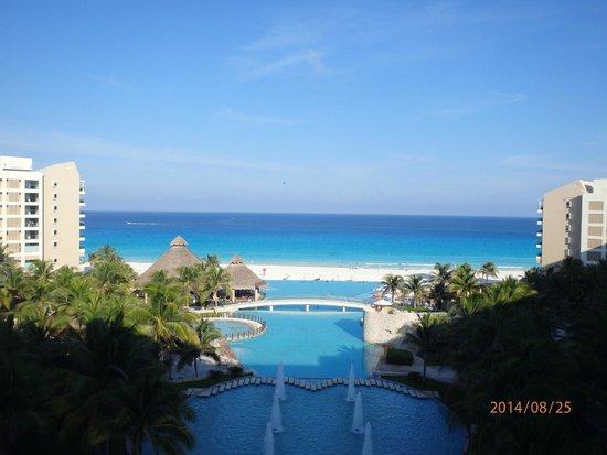 The Westin Lagunamar Ocean Resort: room 564 over main pool/lobby