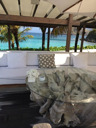 Cheval Blanc St-Barth Isle de France: having drinks on premises in front of ocean