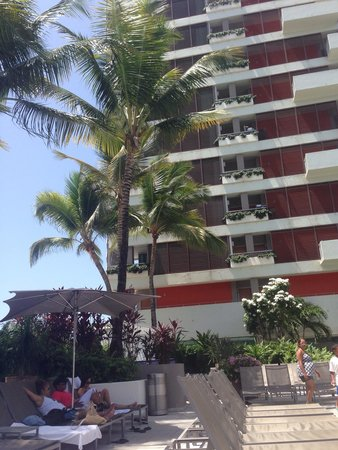 La Concha Renaissance San Juan Resort: By the pool