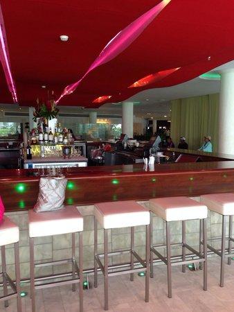 La Concha Renaissance San Juan Resort: Lobby