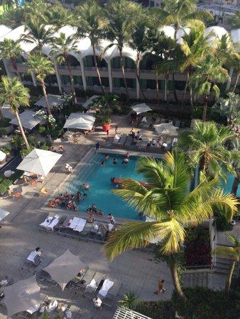 La Concha Renaissance San Juan Resort: Main pool