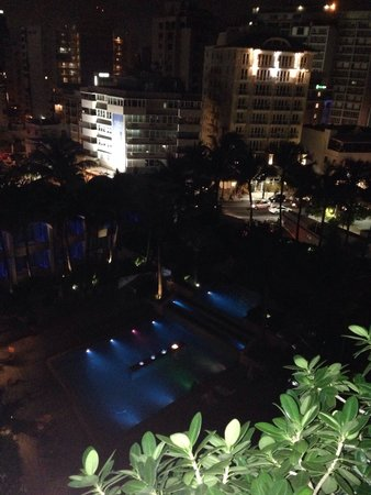 La Concha Renaissance San Juan Resort: Main pool at night. Beautiful!!