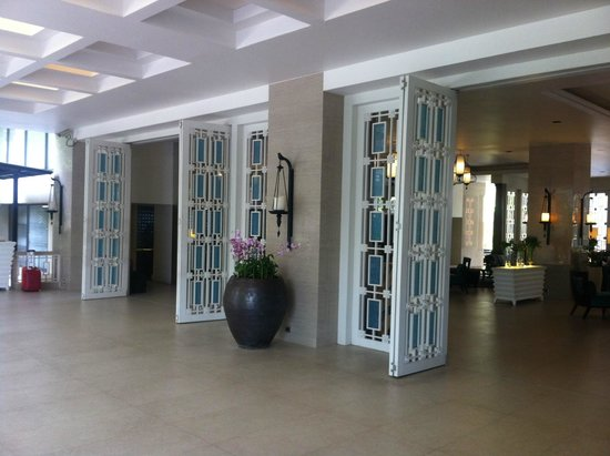 The Bayview Hotel: Foyer Entrance