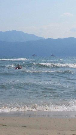 Hotel Kassiani: La plage avec Thassos en face