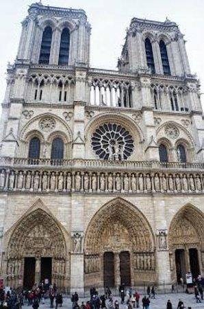 Tours de la Cathedrale Notre-Dame : 外観