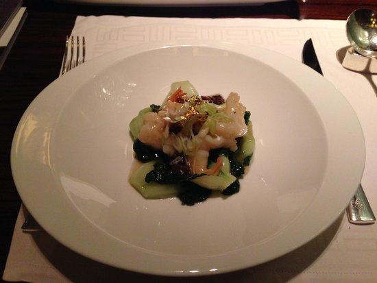 Lung King Heen: エビと野菜の炒めも ビビットな味になる調味料美味しい