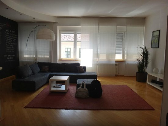 ZIGZAG Integrated Hotel Zagreb: Living Departamento