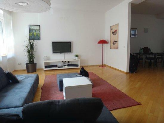 ZIGZAG Integrated Hotel Zagreb: Amplio Living del Departamento
