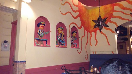Cafe Sol Mexican Grill and Margarita Bar : pretty decor