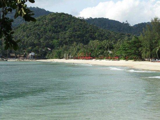 Anantara Rasananda Koh Phangan Villas: Anantara Strand von weitem