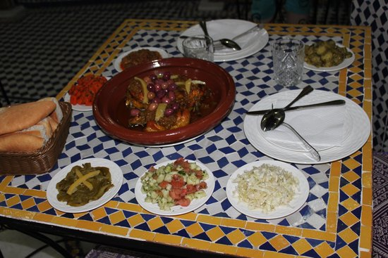 Riad Taryana: Repas de soir