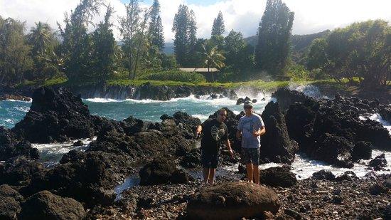 Paia, Hawaï : Eric and Kyle on the Hana road trip