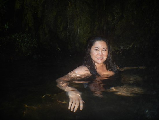 Paia, Hawái: Swimming in a fresh water cave! Creepy in a totally cool way!