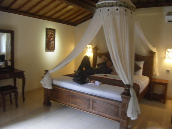 Pajar House Ubud : bed with mosquito net