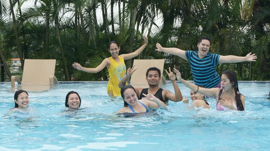 Cafe Marco: More pool pics of the team!