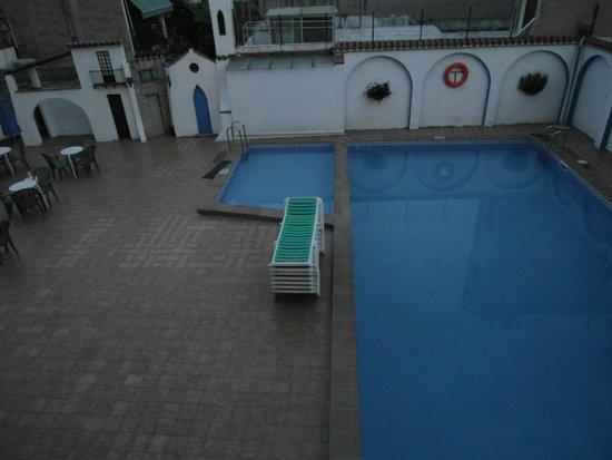 Hotel Mediterrani Express: Бассейн