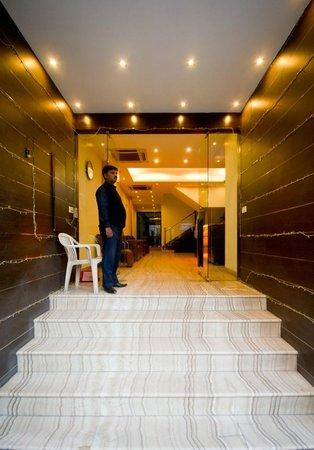 Hotel Good Palace: Enterence