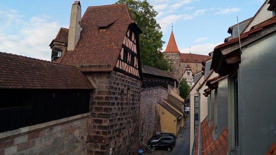 TOP Duerer Hotel: Oude stadsmuur
