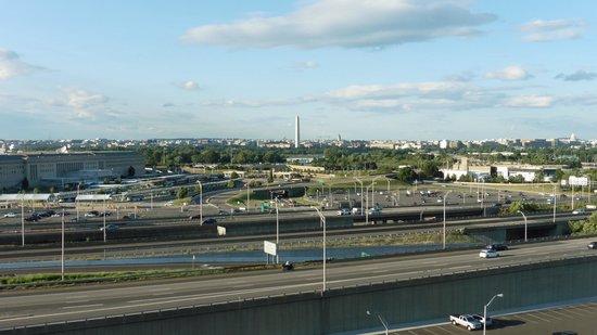 Residence Inn Arlington Pentagon City: View from 10th floor elevator landing area