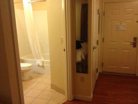 Candlewood Suites Hotel Jefferson City : BATHROOM