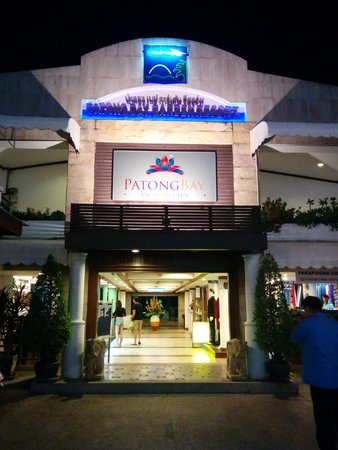 Patong Bay Garden Resort: The front facade of the hotel