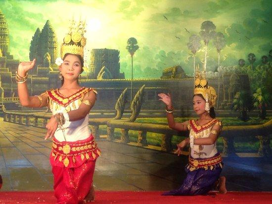 Angkor Village Apsara Theatre: Very nice