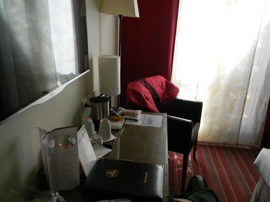Best Western Hotel Du Pont Wilson : В номере есть чайные принадлежности