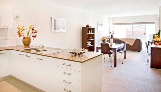 Glenelg Pacific Apartments: Spacious Living