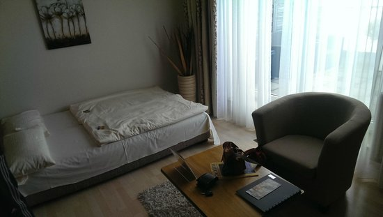 Quality Hotel Augsburg : Sofa bed in sala