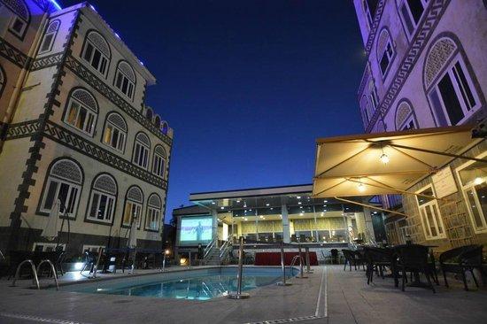 Shahran Hotel: hotel exterior
