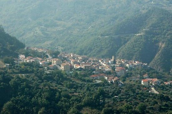 Cersosimo, Taliansko: Paesino stupendo nel cuore del Parco Nazionale del Pollino...tanto verde e tanto relax....